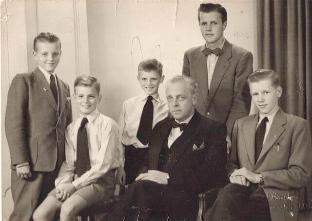 familiebedrijven de bot vader met zijn vijf zonen v.l.n.r. Toon Wil Peter Bert en Jan